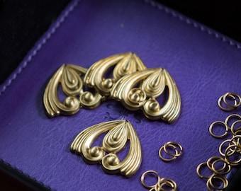 Stamped Raw Brass Swirled Triangle Pendant Drop (4) mtl187