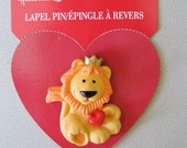 hallmark plastic Valentine Valentine's day pin brooch still on card Lion King Holding red Heart - king of hearts