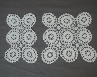 Vintage Matching Crochet Doily Set , 2 pieces, White handmade 1940s Linen