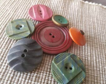 Vintage Buttons - Cottage chic lot of 7 colorful old and sweet(  mar 38 17)