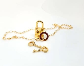 """19"""" Lariat Style Locking Slave Collar 14kt gf chain and lariat with gold tone working padlock and 2 keys"""