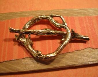Nunn Design Decorative Woodland Toggle Clasp in Antique Gold