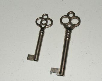 Antique Ornate Top and Heart Metal Skeleton Key Barrel Keys Lot of  2