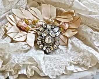 Vintage Lovely Eisenberg Rhinestone Fur Clip