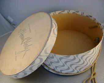 "Vintage G. Howard Hodge Fifth Avenue New York Hat Box~Silver/Cream Wavy Design Small Hat Wig Box Display Storage Box, 5 x 12"""