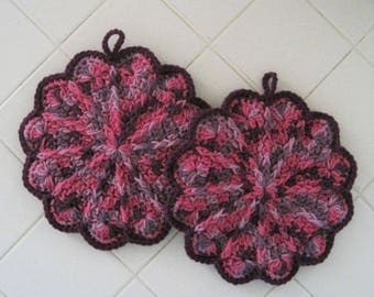Crocheted Pair of Scalloped Pot Holders - Plum Pudding