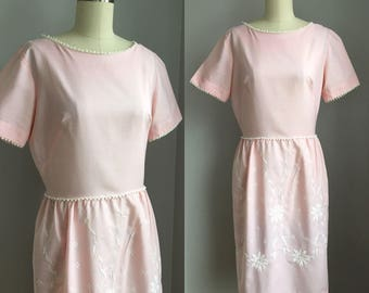 Vintage 1960s Pink Cotton Teena Paige Dress with White Embroidered Flowers Size Medium