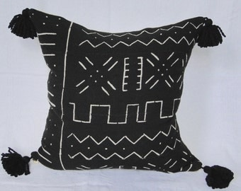 "18"" BLACK and WHITE African MUDCLOTH Pillow Cover, mud cloth, tribal, boho, tassels"