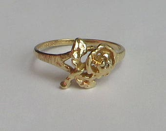 Sweet Vintage Diamond Rose Ring in solid 10K Y Gold, tiny diamond in the rose center, size 5, free US first class shipping