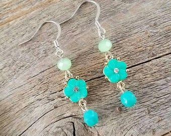 Flower jewelry, flower earrings, turquoise jewelry, turquoise earrings, spring jewelry, spring earrings, blue jewelry, blue earrings, gifts