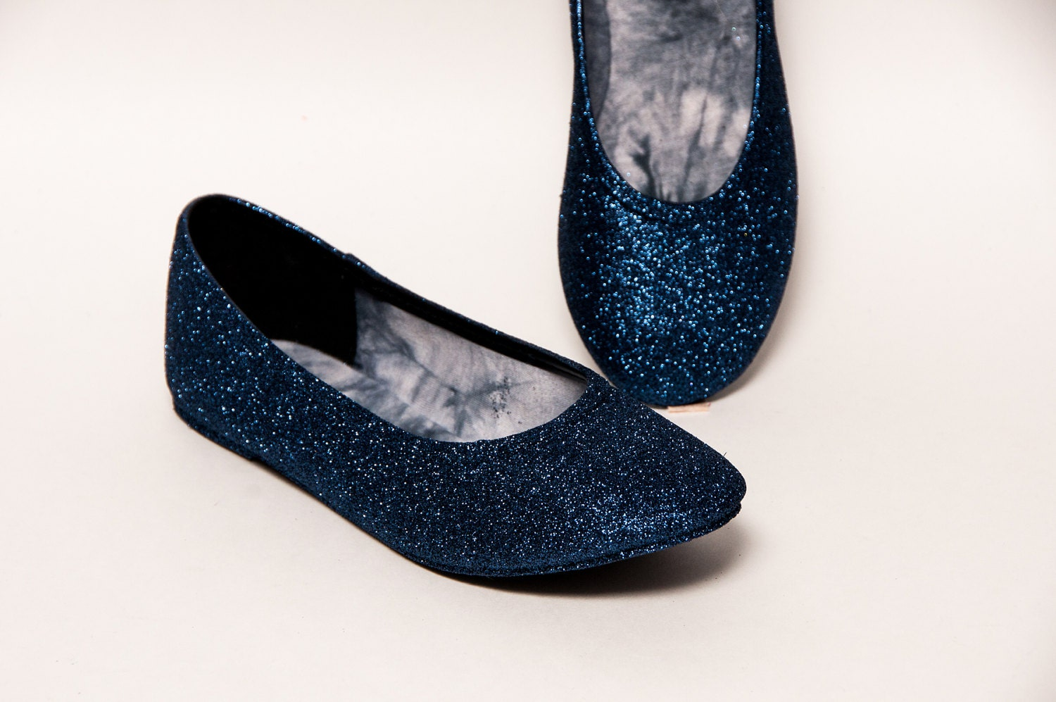 ShoBeautiful Womens Ballet Flats Glitter Cut Out Round Toe Jelly Stylish Slip On Comfort Loafer Casual Walking Shoes KR1 Silver Sold by zabiva. $ Walking Cradles Womens Blue Leather Closed Toe Ballet Flats. Sold by PairMySole. $ $ Wanted Shoes Womens Kristy Closed Toe Ballet Flats.