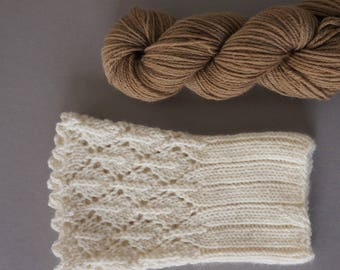 Hikaru / Super soft merino cashemere blend / small skeins for wrist warmers / hand dyed with walnut