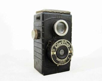 Vintage Clix-O-Flex Bakelite Camera by Metropolitan Industries. Circa 1940's.