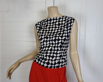 60s Mod Blouse in Funhouse Checkerboard- 1960s Black & White Circus- Medium- Sleeveless- Psychedelic Print