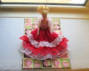 doll quilt pink cup cakes hand quilted