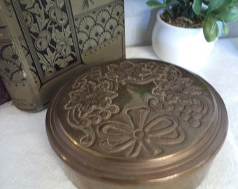 Vintage Brass Trinket box ~ Lidded brass dish ~ Ornate brass jewelry casket ~ change dish