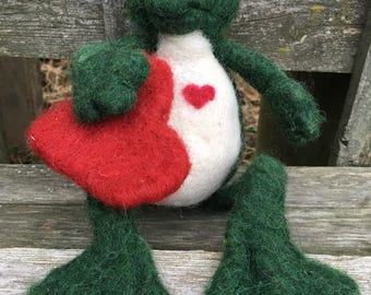 Needle Felted Frog, Green Felt Frog With Red Heart, Alpaca Wool Sculpture, Spring Decoration