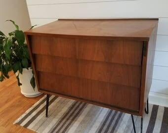 Midcentury (MCM) Louvered Drawer dresser with hairpin legs