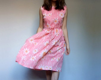 1960s Dress Vintage 60s Dress Pink Floral Day Dress Daisy Print Summer Dress Women - Medium to Large M L