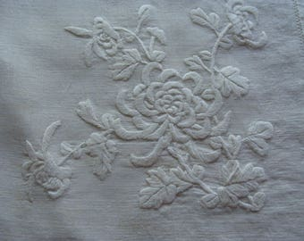 12 VERY Fine Linen Embroidered Floral Napkins .... 22 x 22