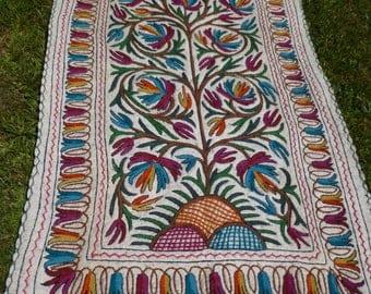 Big Felt Rug Wool Kashmir Hand Embroidered felted Namda Kilim tapis.  6 ft x 4 ft 183 x 122 cm