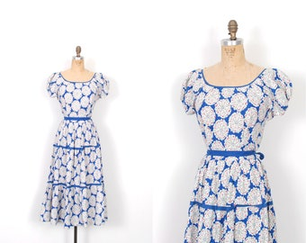Vintage 1940s Dress / 40s Floral Print Cotton Day Dress / Blue and White ( medium M )