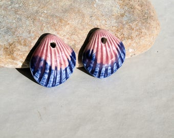 shells -  2 charms 2,5cm - handmade ceramic clay supply for earrings - pink blue