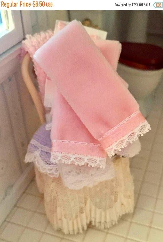 SALE Miniature Pink Towels With Ribbon and Lace Edge, Dollhouse Miniature, 1:12 Scale, Dollhouse Accessory, Bathroom Decor, Mini Towel Set