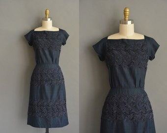 Navy blue 50s silk embroidered appliqué vintage wiggle dress. vintage 1950s dress