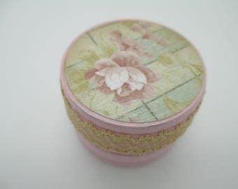 Wood pill box , small ring box, shabby chic, round trinket box