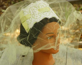 Vintage 50s Green Facinator Veil Hat/Wedding/High Fashion/Retro/Mid Century