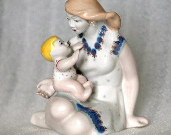 Statuette - Mother with child - White porcelain figurine from the 1960s - from Russia / USSR