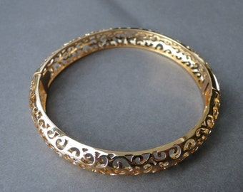 Vintage 18K Gold Plated Cut Out Bracelet / Gold Bangle / Gold 18K Wedding Bangle / Gold Filled Accessories / Gift for Her / Gold Lace Bangle