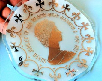 Royal Commemorative Trinket Dish... Queen Elizabeth II 25th Silver Jubilee... 1952-1977... Clear White Glass Boxed