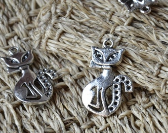 24 pcs Cat Charms Antique Silver Tone,Simply Adorable Cat metal finding,Dangle Connector ,Charms findings beads,charm silver Metal pendant