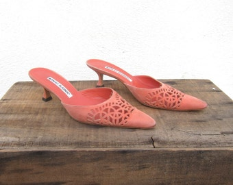90s Manolo Blahnik Salmon Pink Suede Cut Out Pointed Toe Kitten Heel Mules Ladies Size 5.5-6