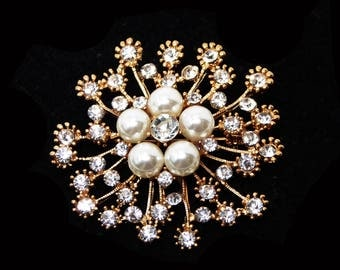 Rhinestone & Pearl Bead Pin - Faux Pearls and Clear Rhinestones in Round Rosey Gold Tone Brooch - Snowflake shaped  - Vintage 1990's