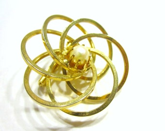 Vintage Gold Pearl Circles Brooch Simple Eternity Circle Pin Gift for Her Under 10 Gift Idea for Her Gift for Mom Jewelry