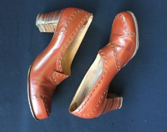 Tripoli by Rice O'Neill for Bective - late 1940s to eatly 1950s mock tan leather brogue pump or shoe