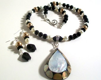 Mother of Pearl, Shell Pendant, Pearl Necklace Set, 2 Piece Set