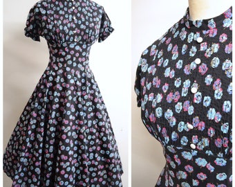 1950s Black blue rose print cotton full skirt day dress / 40s 50s floral printed puff sleeve dress - XS