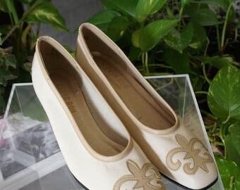 Free Shipping! Vt. BOB BAKER Fleur de Lis Beige Leather Shoes- Size 7.5 SS