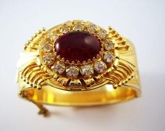 Retro  Ornate Gold tone  hinged bangle bracelet with deep red stones