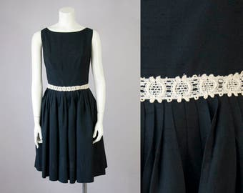 "50s Vintage Black Pleated Cocktail Dress with Cream Lace Waist (S; 27 1/4"" Waist)"