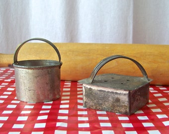 Vintage Biscuit Cutters Tin Pastry Cutters Cookie Cutters Rustic Shabby Kitchen Decor Vintage 1940s