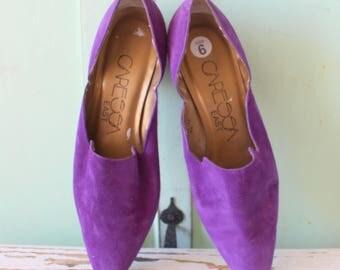 Vintage DESIGNER SUEDE Heels...size 6 women...new. designer. suede. shoes. pumps. designer vintage. purple leather. classic. mod. 1980s glam
