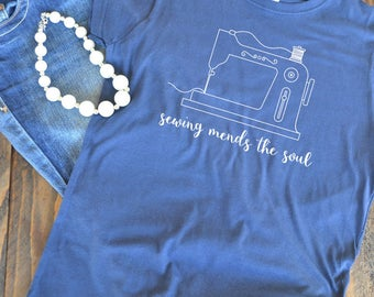Sewing mends the soul - Sewing love - Seamstress shirt - quilter - woman's graphic t-shirt