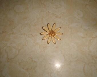 vintage pin brooch goldtone flower pale yellow enamel