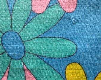 """Vintage Floral Fabric // Yardage With Big Flowers // Deadstock...35"""" wide X 4 yards long"""