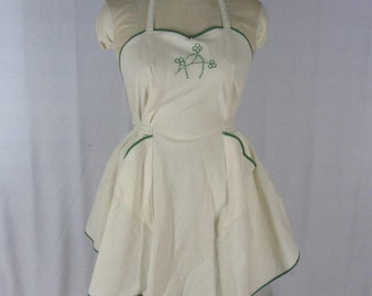 Vintage Style Apron Green Shamrocks Hand Embroidered Off White Cotton Muslin